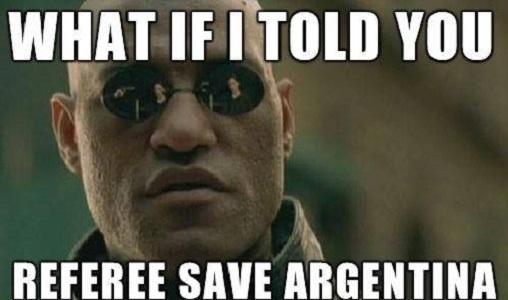 """""""E se eu te dissesse que o árbitro salvou a Argentina?"""". Até Morpheus, de Matrix, entrou na zoeira contra os hermanos"""