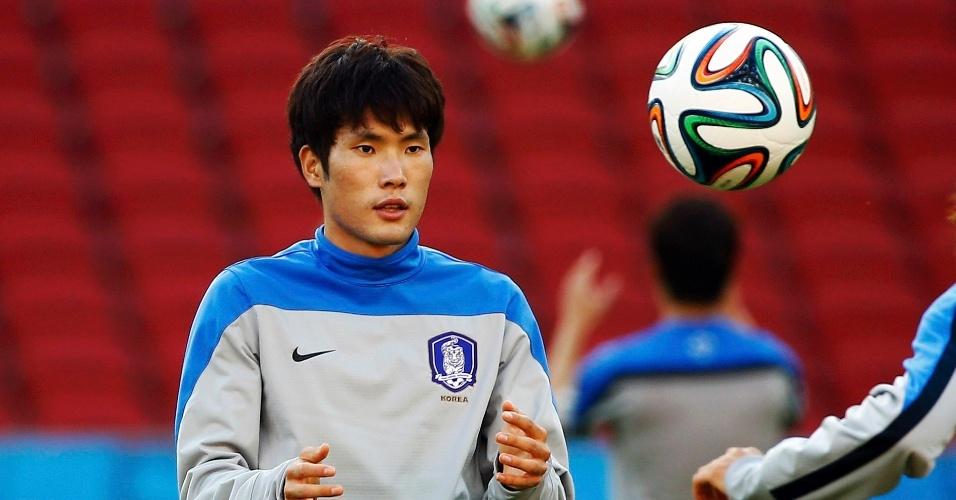 Han Kook-young, da Coreia do Sul, em treino antes da partida contra a Argélia, no Beira-Rio