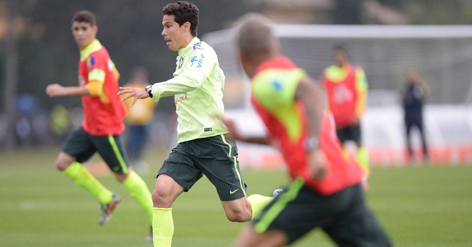 Hernanes é uma das opções no banco de reservas da seleção