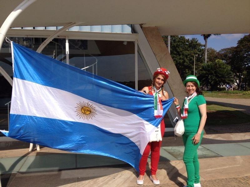 Igreja da Pampulha virou ponto de parada para torcedores de Argentina e Irã antes de jogo no Mineirão