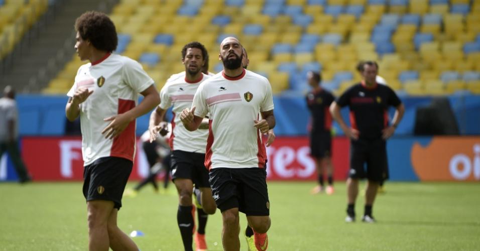 Jogadores da seleção da Bélgica fazem treino físico no estádio do Maracanã