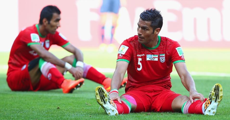 Jogadores do Irã ficam desolados após término da partida contra a Argentina