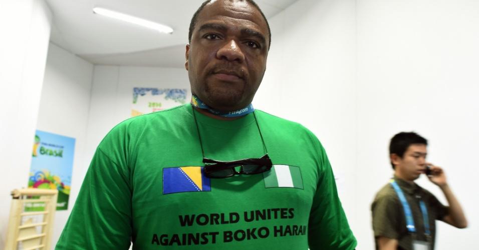 Jornalista da Nigéria protesta contra grupo extremista Boko Haram
