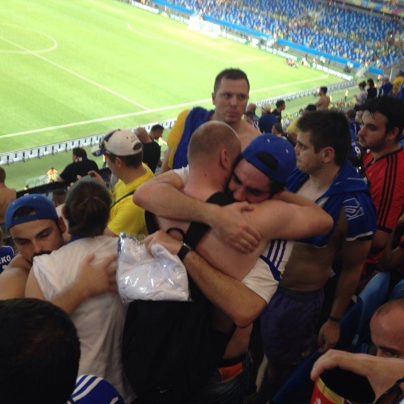Marcelo Adnet vê jogo contra a Nigéria no meio da torcida da Bósnia
