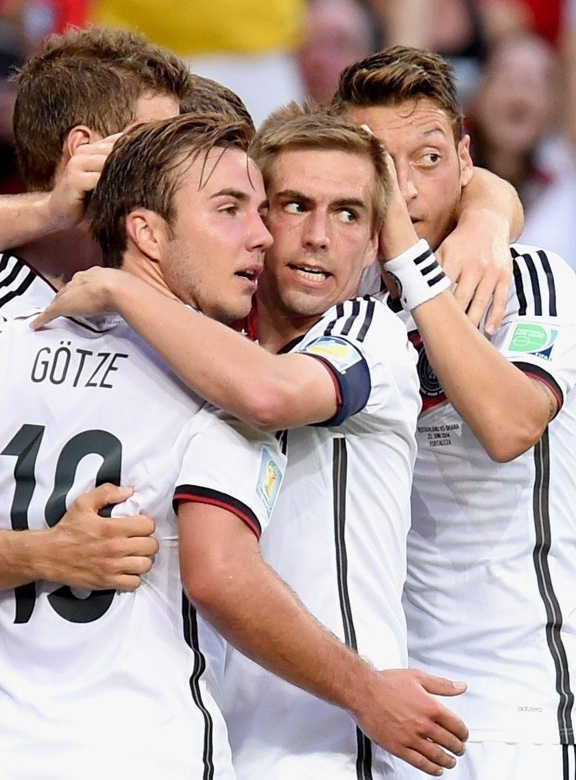 Mario Goetze comemora com a seleção alemã o primeiro gol contra Gana