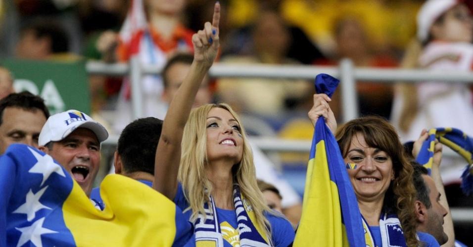 Mulheres marcam presença na torcida da Bósnia que comparece à Arena Pantanal