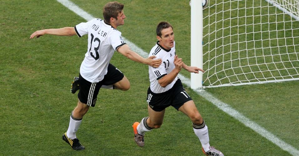 Na África do Sul em 2010, Klose marcou diante da rival Inglaterra o seu 12º gol em Copas do Mundo