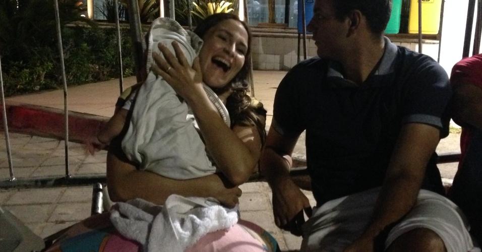 Teve até um bebê entre os fãs que esperavam por Cristiano Ronaldo