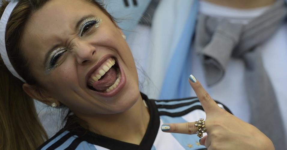 Torcedora argentina confiante na vitória diante do Irã no Mineirão