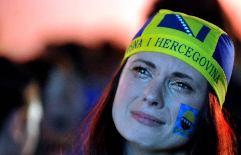 Torcedora chora pela desclassificação da Bósnia na Copa do Mundo