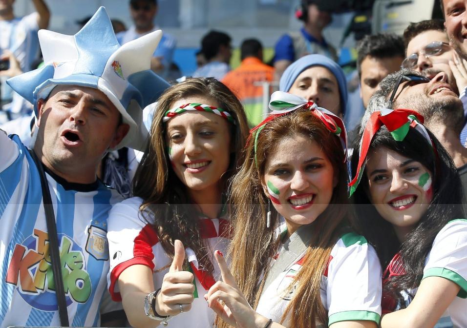Torcedoras iranianas marcam presença no Mineirão em jogo contra a Argentina