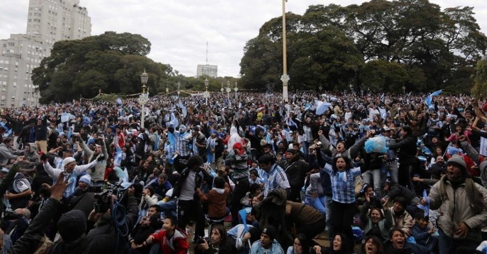 Torcedores argentino lotam as ruas de Buenos Aires para acompanhar jogo contra Irã