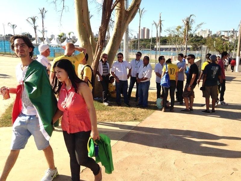 Torcedores começam a chegar à Arena Pantanal para o jogo entre Nigéria e Bósnia