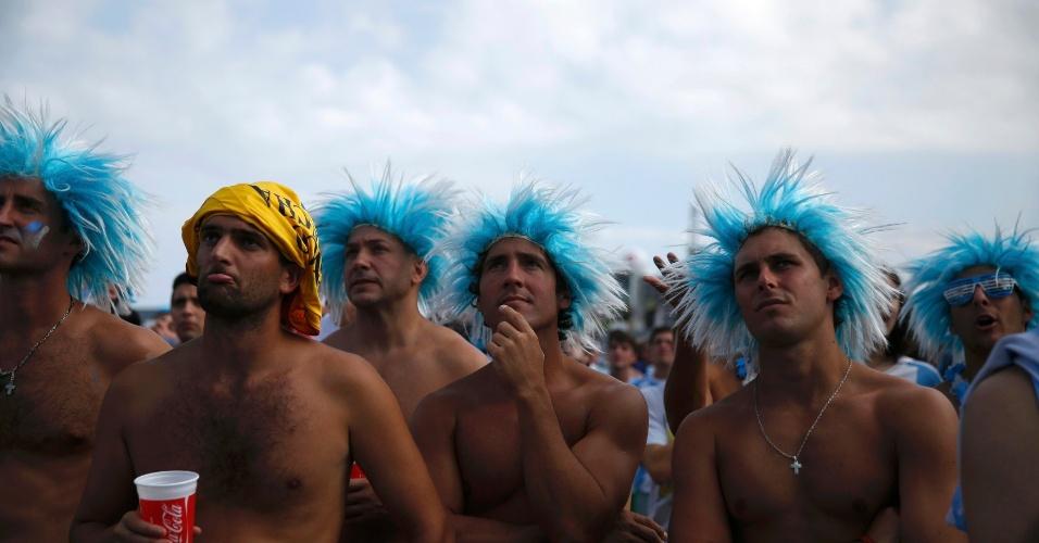 Torcedores da Argentina acompanham na Fan Fest do Rio de Janeiro o jogo contra o Irã na Copa do Mundo