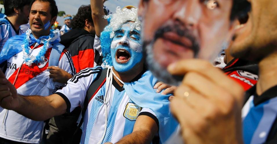 Torcedores da Argentina fazem festa na chegada ao Mineirão para o jogo contra o Irã
