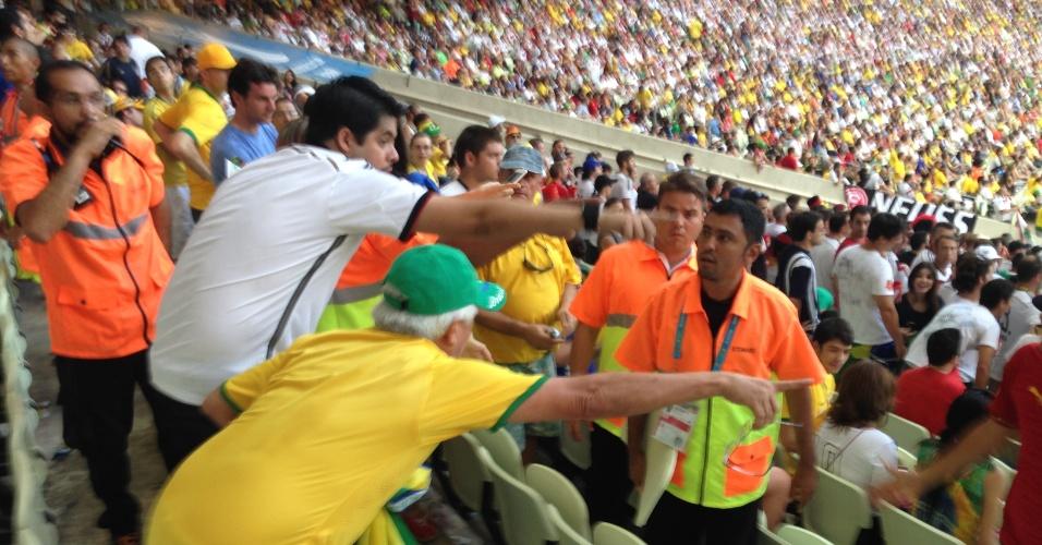 Torcedores de Brasil e Alemanha discutem no Castelão