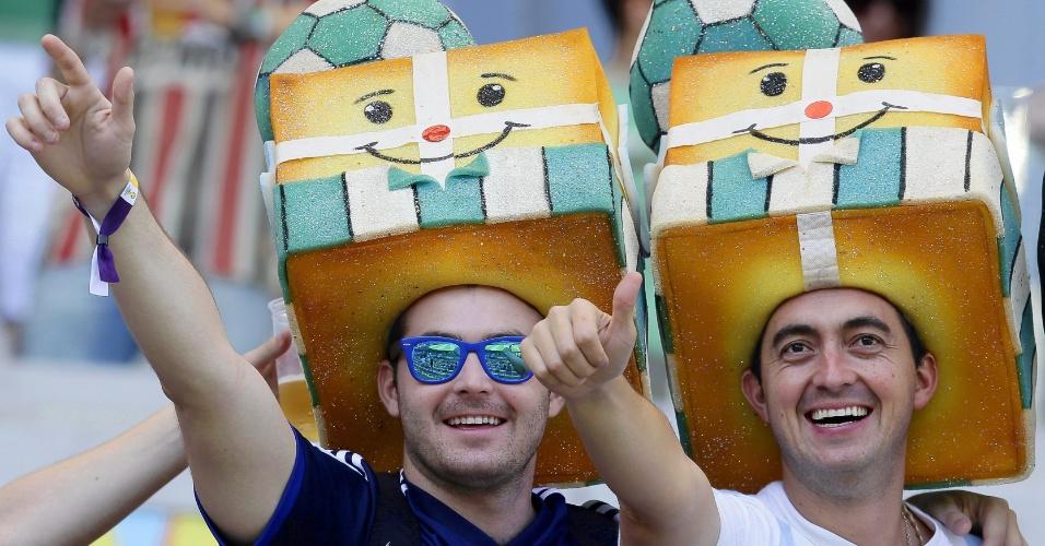 Torcedores mostram criatividade nas fantasias para o jogo entre Argentina e Irã
