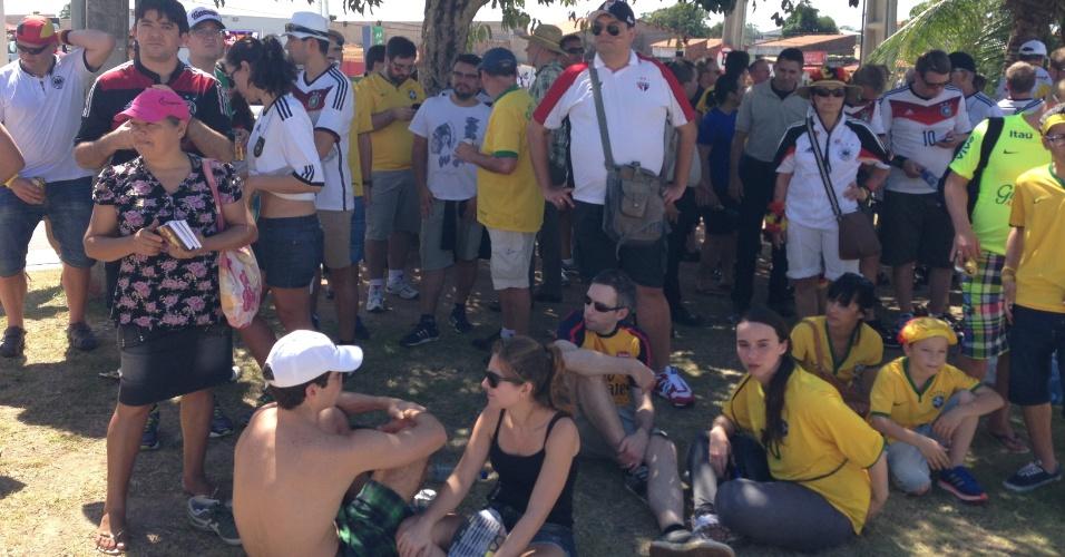 21.jun.2014 - Torcedores nos arredores do Castelão antes do jogo entre Alemanha e Gana