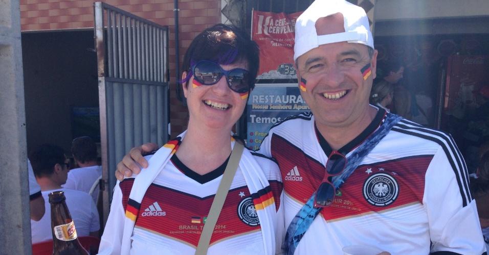 21.jun.2014 - Torcida alemã ocupa bar antes de jogo contra Gana em Fortaleza