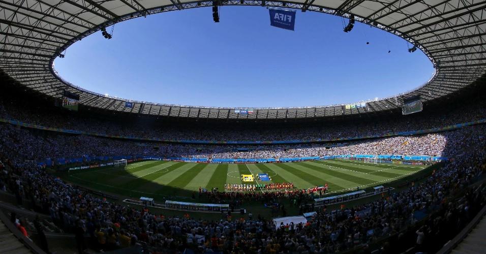 Torcida lota o Mineirão para assistir a partida entre Argentina e Irã