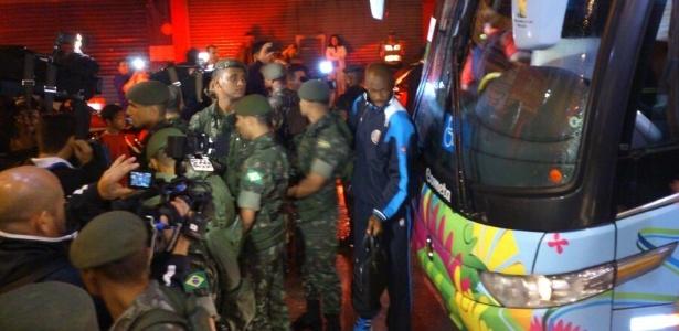 """""""Zebra da Copa"""", Costa Rica desembarca na cidade de Santos no início da madrugada deste sábado"""