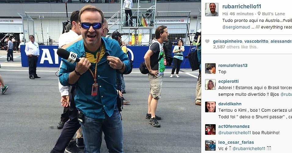 22 jun. 2014 - Rubens Barrichello se prepara para entrevistas antes do GP da Áustria