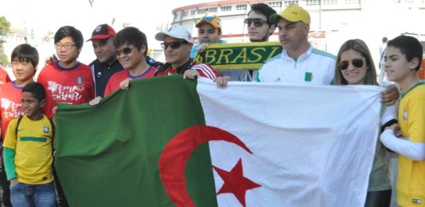 Sul-Coreanos, argelinos e brasileiros confraternizam em Porto Alegre após aula de português de Bruce Lee
