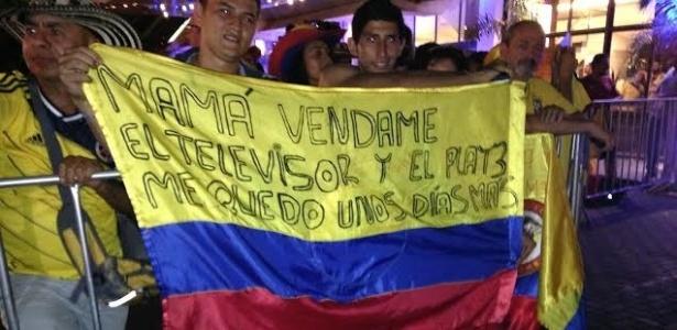 22.jun.2014 - Faixa de torcedores colombianos pede que mãe venda TV e videogame para que eles fiquem no Brasil