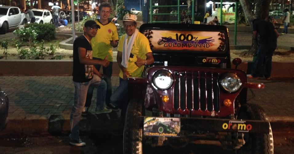 22.jun.2014 - Grupo formado por seis homens e uma mulher saiu da Colômbia no d
