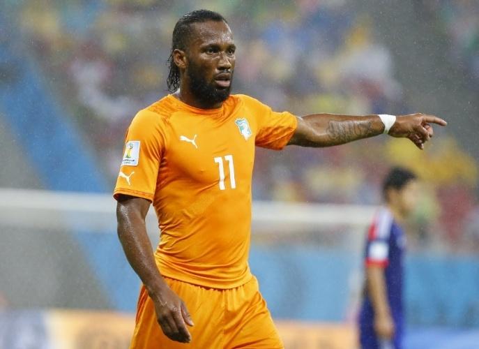 A camisa da Costa do Marfim também deixa o físico dos jogares em evidência. O tanquinho de Drogba até aparece pela camisa