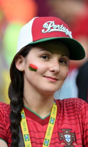 A torcida de Portugal é minoria na Arena Amazônia, mas também conta com belas representantes