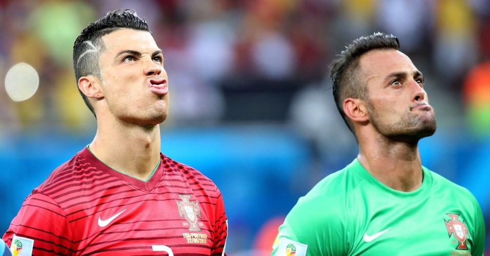 Ao lado do goleiro Beto, Cristiano Ronaldo faz careta antes da execução do hino de Portugal
