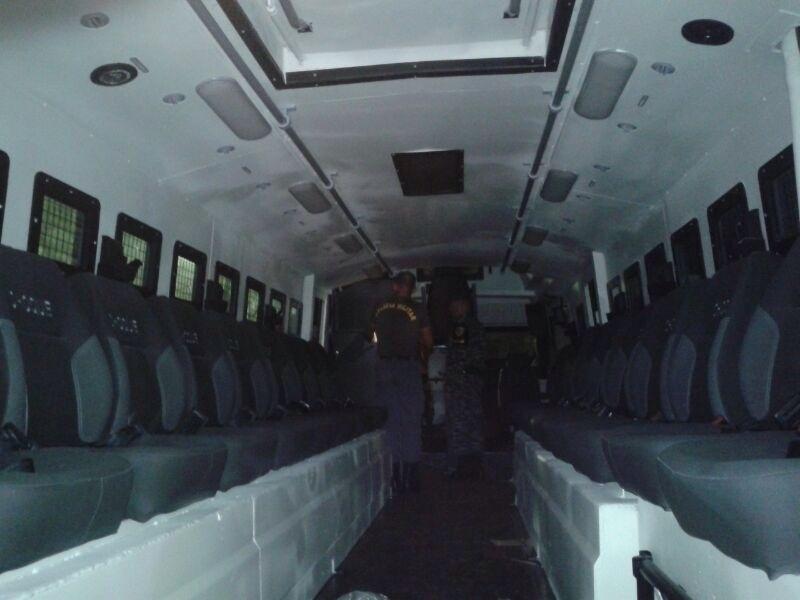 """Área interna do """"Super Caveirão"""" da Polícia Militar do Amazonas; veículo """"estreia"""" no jogo EUA e Portugal"""