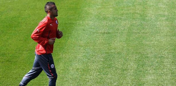 Volante Arturo Vidal não treinou com os outros companheiros e ainda é dúvida para o jogo de sábado