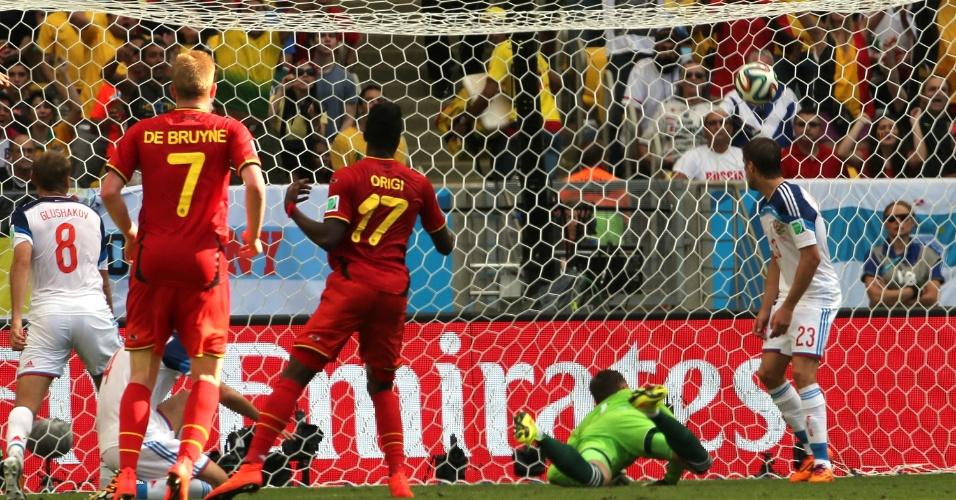 Atacante Origi entrou no segundo e recebeu bola açucarada de Hazard para marcar para a Bélgica