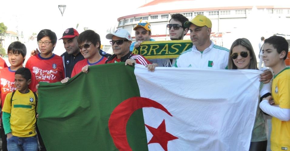 22.jun.2014 - Brasileiro se infiltrou no meio dos