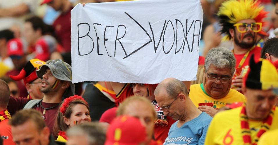 """""""Cerveja é melhor que vodka"""". O torcedor belga aproveitou a fama que seu país tem de produzir uma das melhores cervejas do mundo para provocar os russos"""