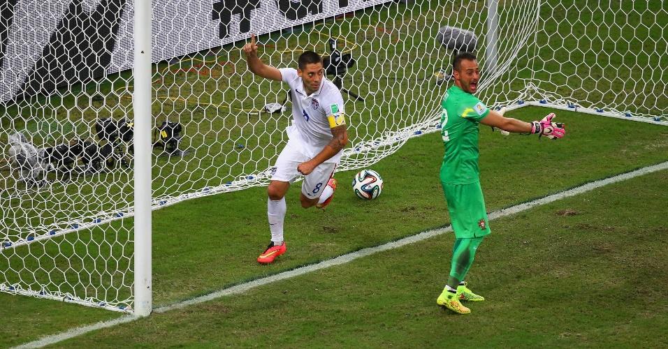 Clint Dempsey corre para comemorar o gol da virada dos Estados Unidos sobre Portugal