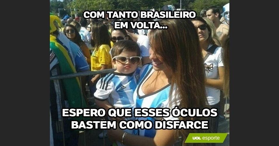 Com tanto brasileiro em volta... espero que esses óculos bastem como disfarce