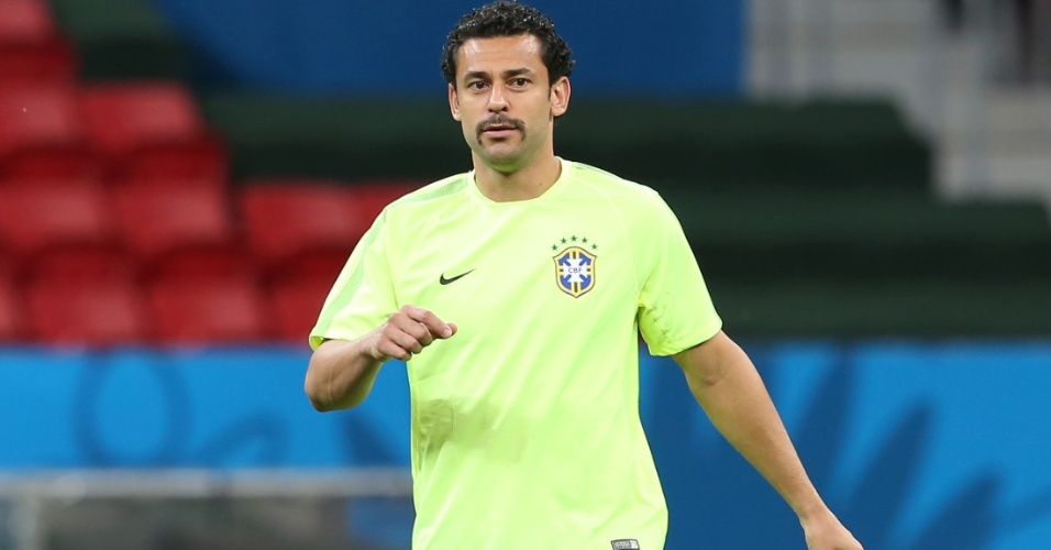 De visual novo, Fred participa do último treino do Brasil antes de jogo contra Camarões