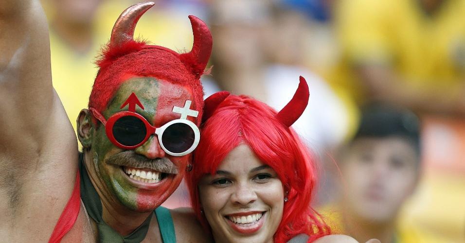 'Diabinhos' torcedores de Portugal aguardam o duelo contra a seleção dos Estados Unidos na Arena Amazônia