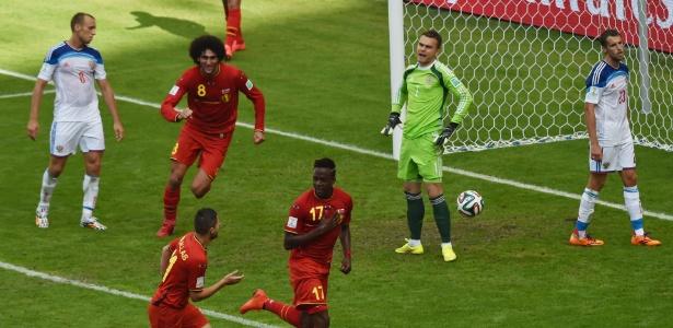 Divock Origi comemora após marcar o gol da vitória da Bélgica sobre a Rússia no Maracanã