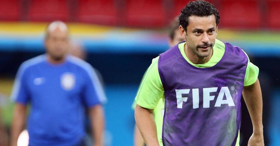 Fred aparece com novo visual no treino do Brasil, no Mané Garrincha, onde Brasil e Camarões se enfrentam na segunda-feira