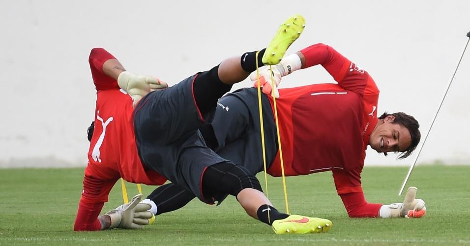 Goleiros da Suíça fazem atividade especial em treinamento em Porto Seguro. Os europeus voltam a jogar na quarta, contra Honduras