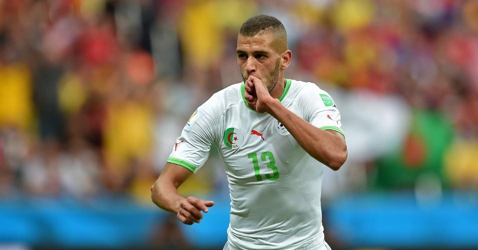 22.jun.2014 - Islam Slimani, da Argélia, comemora o primeiro gol de sua seleção contra a Coreia do Sul, no Beira-Rio