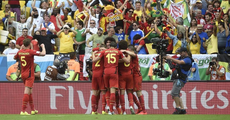 Jogadores da Bélgica comemoram gol que deu a vitória a equipe sobre a Rússia