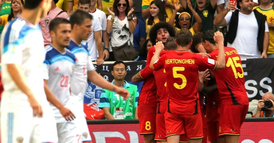 Jogadores da Bélgica comemoram gol que deu a vitória para a equipe sobre a Rússia