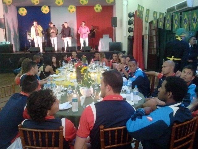 Jogadores da Costa Rica aproveitaram a folga para comemorar a classificação do país para as oitavas de final