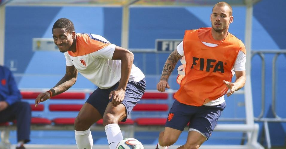 Leroy Fer e Wesley Sneijder participam de treino da Holanda no Itaquerão. Equipe encara o Chile nesta segunda-feira