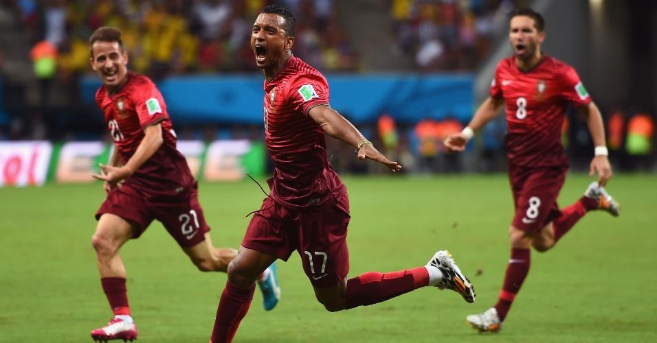 Nani (centro) corre para comemorar gol de Portugal marcado logo aos 4min de jogo